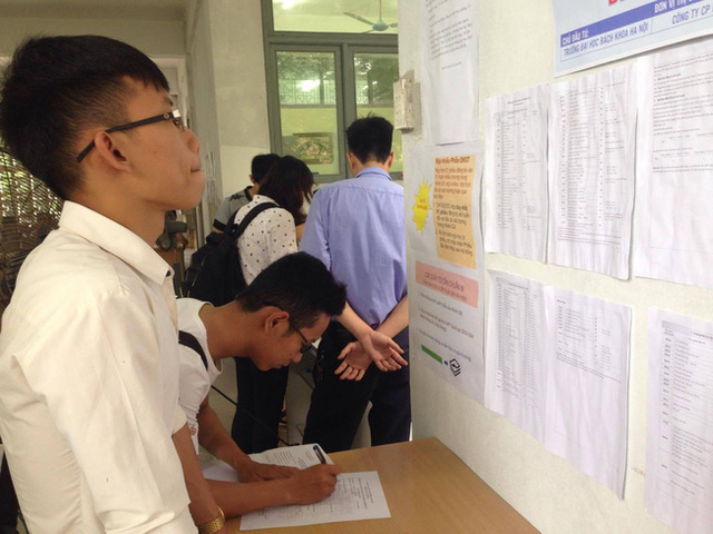 Do thí sinh được nộp đơn xét tuyển vào 2 trường nên nhiều trường ĐH cho biết tỉ lệ thí sinh trúng tuyển ảo khá cao