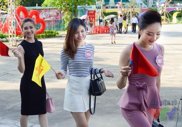 Các thí sinh tỏ ra vô cùng hào hứng khi tham gia triển lãm và có cơ hội tìm hiểu nhiều hơn về các quốc gia trong khu vực