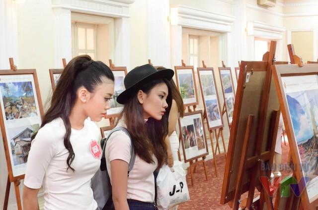 Ngay trong ngày 14/5, các thí sinh của Hoa hậu Việt Nam 2016 đã đến để chuẩn bị cho khai mạc triển lãm