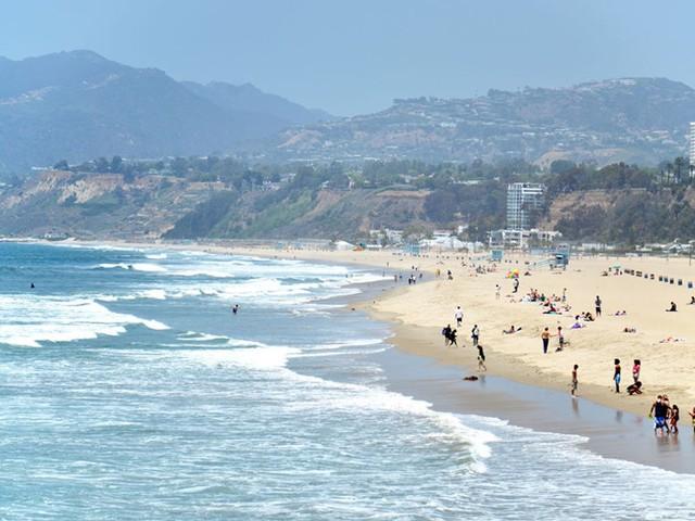 Los Angeles, California, là thành phố lớn thứ 2 ở Mỹ, nơi có nhiều bãi biển và cảnh biển tuyệt đẹp để thưởng thức.