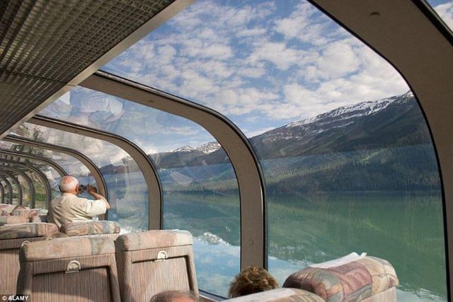 Một chuyến hành trình kéo dài 8 đêm trên tàu Rocky Mountaineer, du khách sẽ phải trả gần 80 triệu đồng mỗi người.