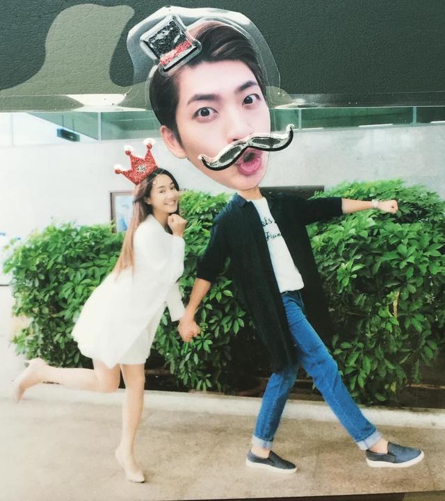 Bức ảnh mới nhất của Kang Tae Oh chụp cùng Nhã Phương. Anh còn để hashtag là LinhSu khiến các fan Việt rất thích thú.