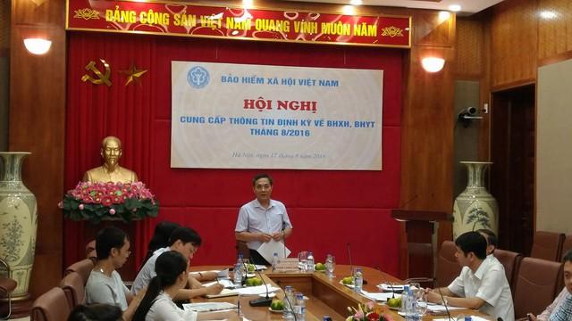 Ông Phạm Lương Sơn, Phó TGĐ BHXH Việt Nam báo cáo trong hội nghị