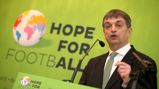Ông Champagne từng làm cố vấn cho cựu Chủ tịch Blatter