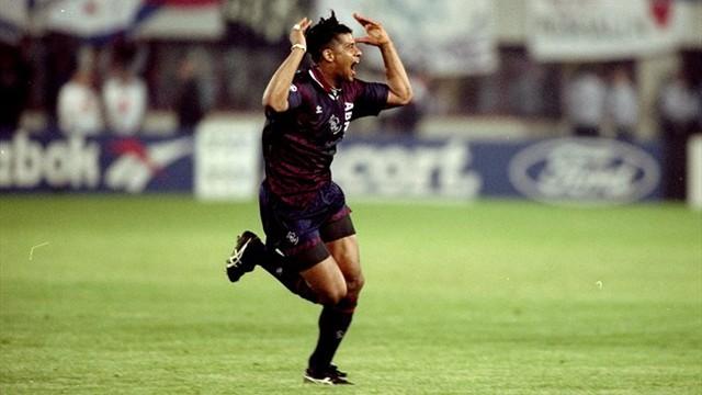 Kluivert là người trẻ nhất từng ghi bàn trong một trận chung kết Champions League. (Ảnh: UEFA)
