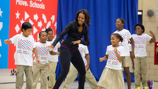 Bà Michelle Obama tham gia nhảy cùng các em nhỏ (Ảnh: CNN)