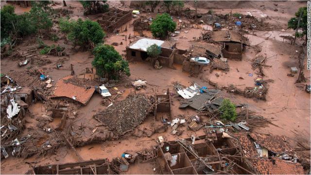 Thảm họa vỡ đập ở Brazil cũng là một trong nhiều lý do khiến BHP Billiton hứng chịu khoản lỗ cao chưa từng có (Ảnh: CNN)
