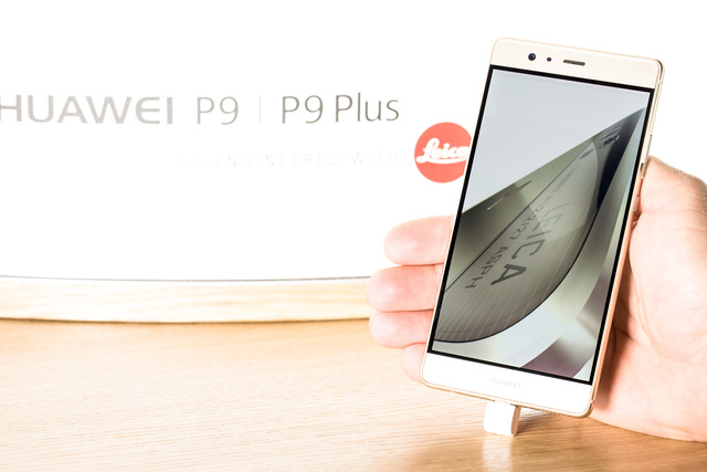 Huawei P9 nổi bật với thiết kế mượt mà, cấu hình mạnh mẽ và khả năng chụp ảnh ấn tượng nhờ cụm camera kép mang thương hiệu Leica