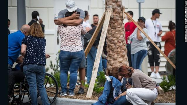 Người nhà các nạn nhân chìm trong đau thương