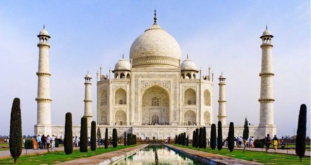 Ấn Độ là quốc gia đông dân thứ hai thế giới và cũng là một trong những nước có nền văn hóa đa dạng nhất. Du khách có thể tìm phòng nghỉ dưới 10USD/đêm, thực phẩm và giao thông ở đây cũng có giá rất rẻ.