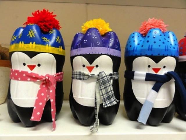 Bạn có thể làm những chú chim cánh cụt đáng yêu từ chai nhựa thông thường.