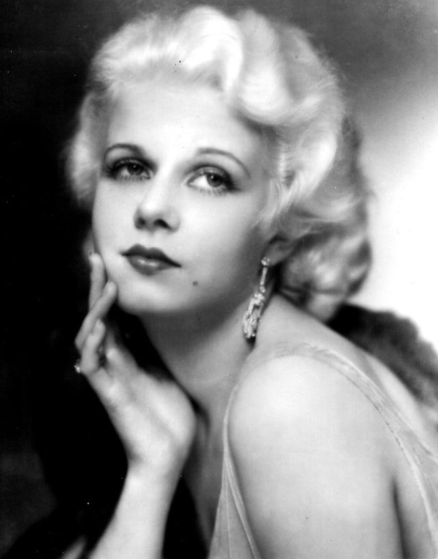 Jean Harlow được biết đến là ngôi sao tóc vàng nổi tiếng một thời của Hollywood qua các vai diễn trong những bộ phim đình đám những năm 1930 là The Public Enemy, Red Dust và Suzy.