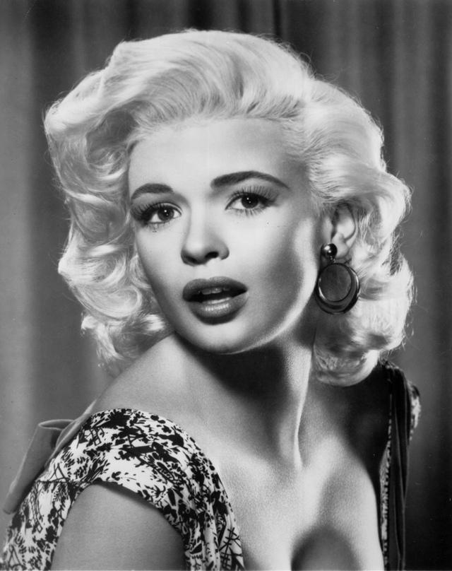 Jayne Mansfield cũng là một trong những ngôi sao tóc vàng đình đám của những năm 1950 - 1960. Bà được biết đến nhiều qua vai diễn trong The Girl Can't Help It và Spree Read.