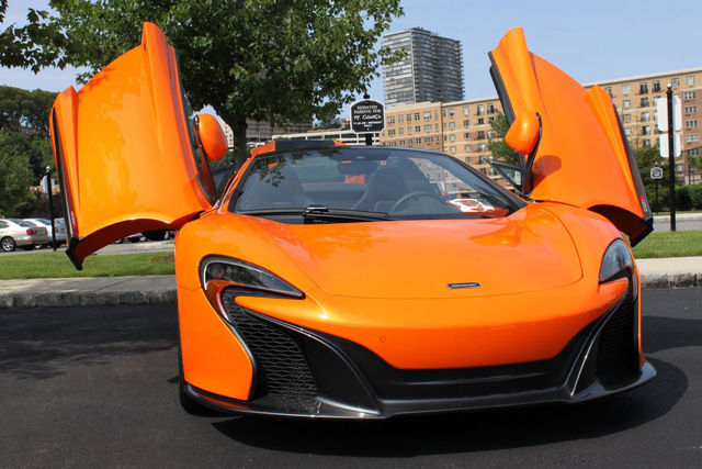 675LT được phát triển dựa trên phiên bản 650S, mẫu xe thể thao của McLaren