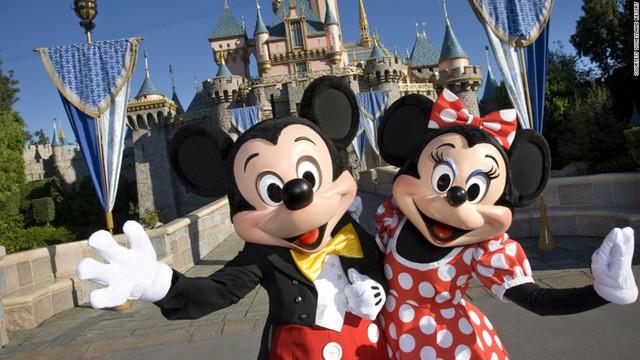 Disneyland ở California, Mỹ mở cửa đón du khách năm 1955. Đến nay, đây vẫn là điểm đến ưa thích của các em nhỏ.