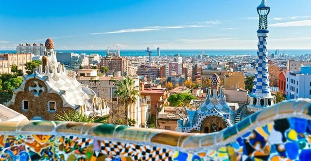 Tây Ban Nha là một trong những thành phố quyến rũ nhất châu Âu. Bạn có thể tìm thấy những kiến trúc thuộc địa và những trận đấu bò tót sôi động ở đất nước này.