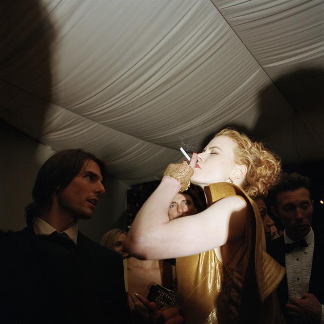Đây là một hình ảnh khá hiếm gặp của Nicole Kidman khi xuất hiện bên chồng cũ Tom Cruise tại một buổi tiệc của giải Oscar năm 2000.