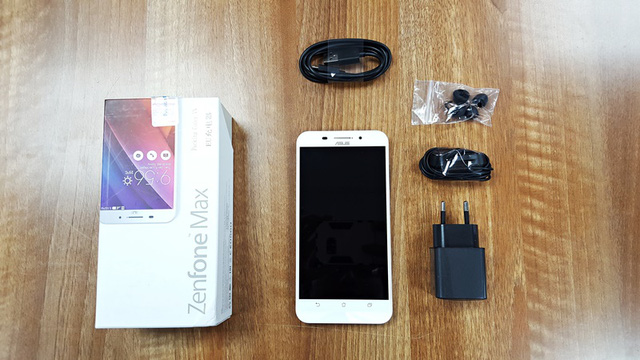 ZenFone Max và các phụ kiện đi kèm
