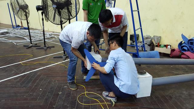 Các đội tuyển được trực tiếp kiểm tra cánh quạt và turbine sẽ được sử dụng trong trận đấu sắp tới