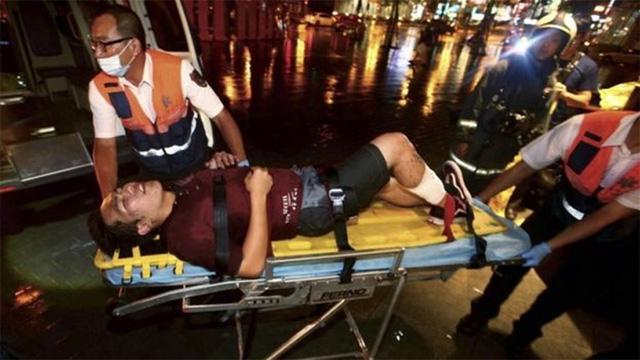 Một số nạn nhân dù không bị rơi vào tình trạng nguy kịch nhưng vẫn được kịp thời đưa đi kiểm tra sức khỏe và hỗ trợ (Ảnh: AP)