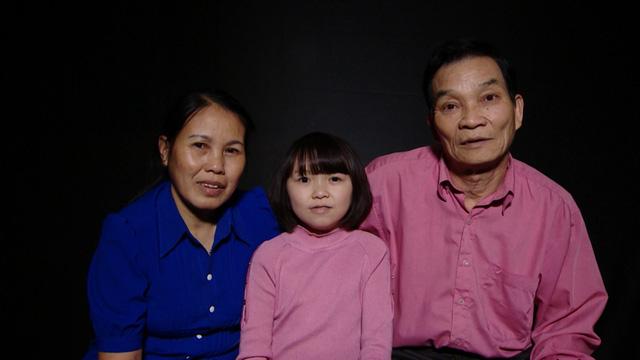 Ma Thị Huế sinh năm 1992 nhưng lại có vẻ ngoài của một cô bé do mắc chứng bệnh thiếu hormone sinh trưởng.