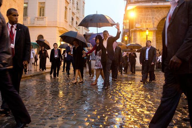 Tổng thống Obama cùng gia đình đi thăm quan khu phố cổ Havana, Cuba (Ảnh: New York Times)