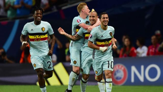 Hazard (số 10) thi đấu ấn tượng trong trận đấu với Hungary