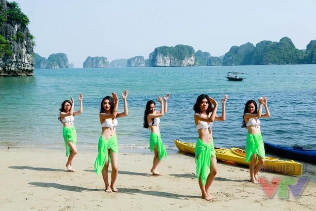 Các thí sinh đã có những trải nghiệm thực tế thú vị trên những bờ biển xinh đẹp của Hạ Long