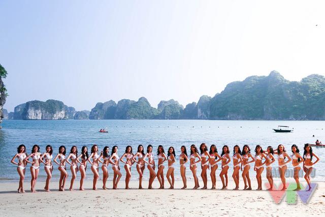 Vẻ đẹp của đảo Bàn Chân đã tôn thêm sự quyến rũ của các Hoa hậu Biển trong trang phục bikini