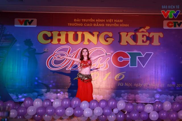Phần trình diễn tài năng Belly dance của thí sinh Ngô Hải Yến.
