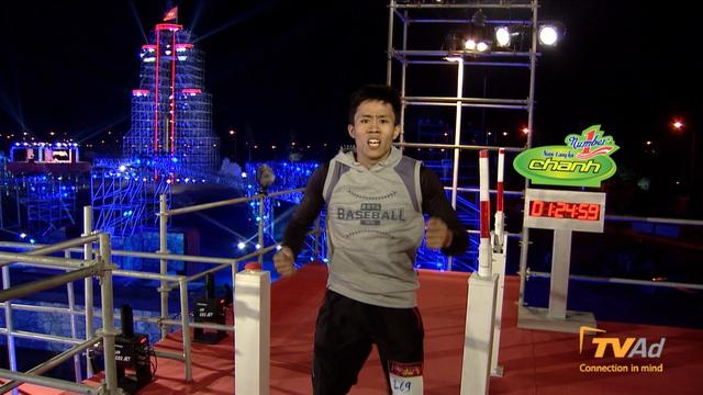 Vận động viên Karatedo Nguyễn Hoàng Thạch là người đầu tiên chạm đích trong tập 4 với thành tích 01:24:59