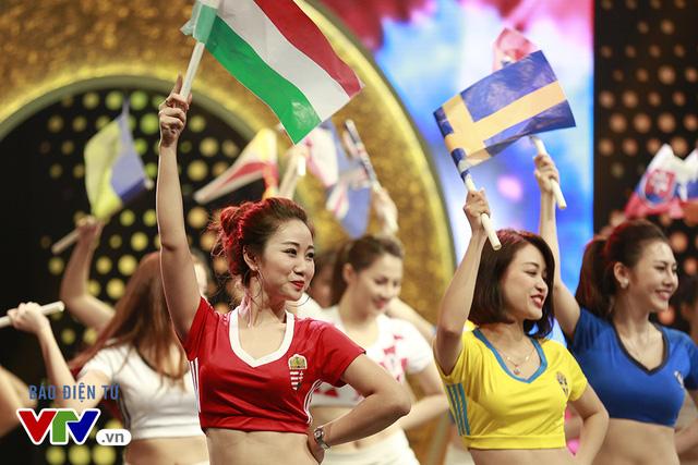 Mỗi cô gái sẽ đại diện cho một đội tuyển tham dự EURO 2016 và tham gia các màn tranh tài thú vị, gay cấn.