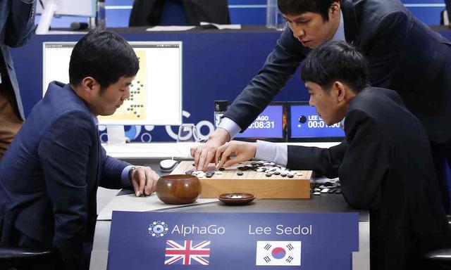 Lee Sedol nhận 3 thất bại liên tiếp trước AlphaGo (Ảnh: AP)
