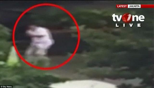 Hình ảnh một nghi phạm trong vụ tấn công được kênh TV One công bố
