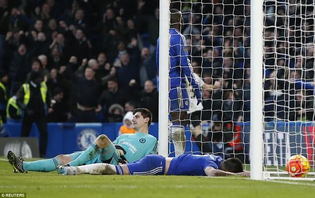 Terry có pha phản lưới thứ 4 trong màu áo Chelsea