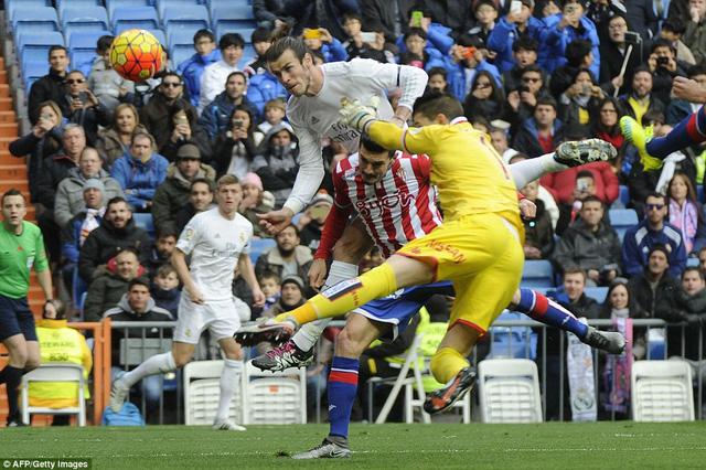 Gareth Bale lại một lần nữa mở hàng cho Real Madrid trong trận gặp Sporting Gijon với pha không chiến dũng mãnh ở phút thứ 7