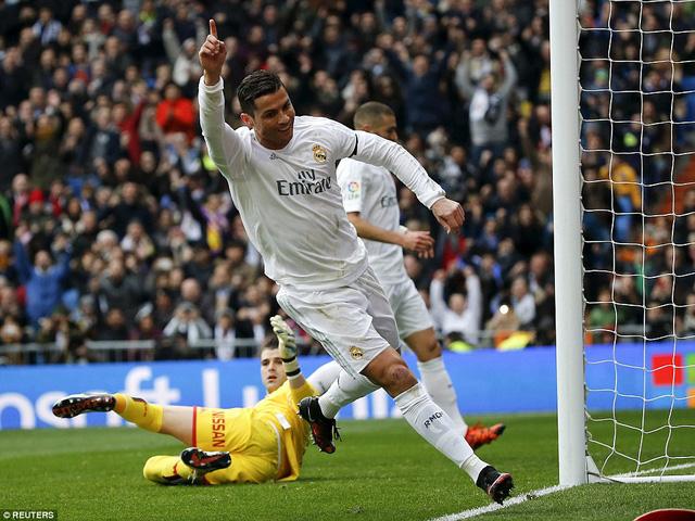 Ronaldo cũng nhanh chóng ghi bàn thắng đầu tiên dưới triều đại HLV Zidane với pha xoay người sút bóng không thể cản phá