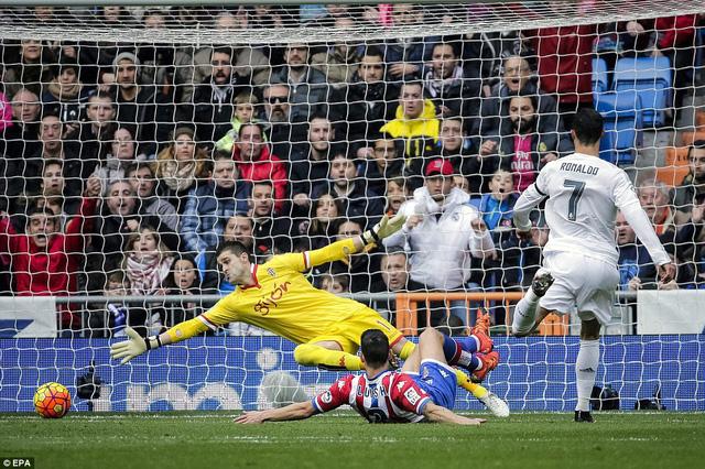 Đến phút 18, tỷ số đã là 4-0 sau khi Ronaldo dứt điểm dễ dàng nhờ đường chuyền dọn cỗ của Carvajal