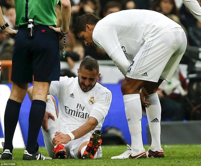 Sang hiệp 2, Gijon gỡ lại 1 bàn còn Real Madrid phải đón nhận một ca chấn thương nữa của Benzema