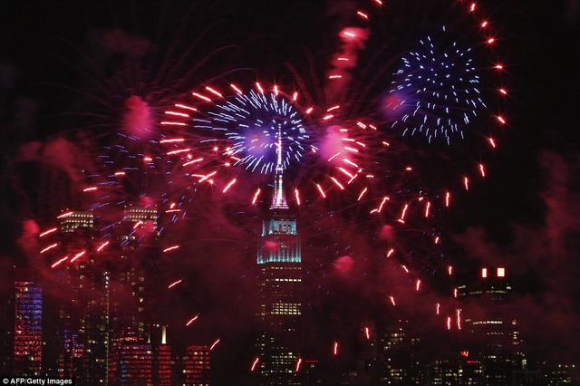 Pháo hoa chào mừng Tết Âm lịch của người châu Á tại New York, Mỹ (Ảnh: AFP/Getty Images)