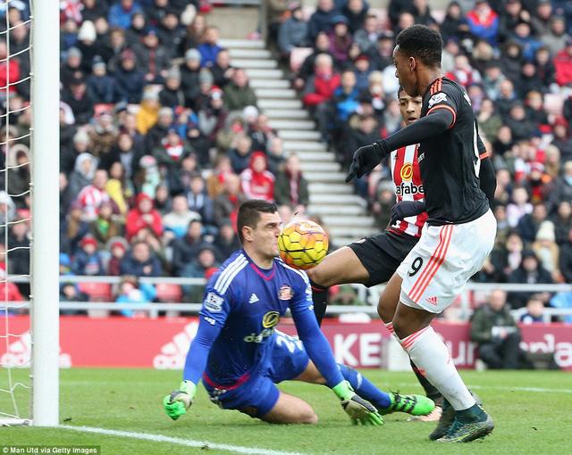 Martial ghi bàn nhưng không thể cứu được Man Utd