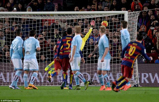 Lionel Messi mở tỷ số cho Barcelona ở phút 28 sau một pha đá phạt đẹp mắt