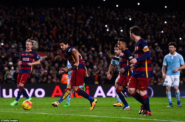 Lionel Messi thể hiện sự đồng đội tuyệt vời với Luis Suarez