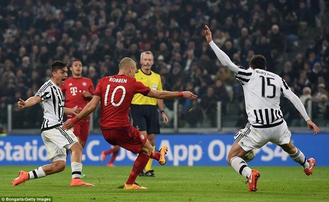 Có lợi thế sớm nhưng sự lỏng lẻo nơi hàng phòng ngự đã khiến Bayern Munich phải trả giá
