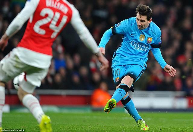 Trong ngày Suarez tỏ ra kém duyên, Messi đã tỏa sáng để giúp Barcelona giải quyết vấn đề