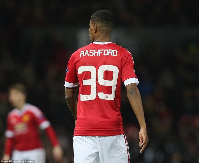"""""""Người đóng thế"""" Marcus Rashford xuất thần lập 1 cú đúp trong chiến thắng 5-1 của Man Utd"""