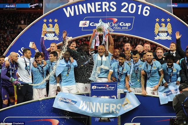 Man City đã vượt qua Liverpool trên chấm phạt đền để vô địch Capital One Cup