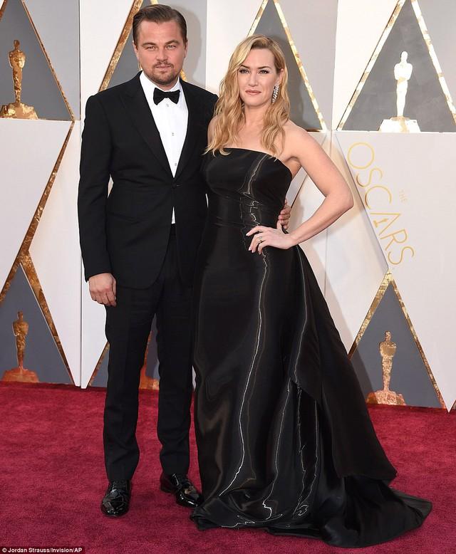Leonardo DiCaprio chụp ảnh cùng người tình Titanic- Kate Winslet.