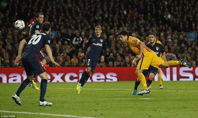 Luis Suarez lập 1 cú đúp cho Barcelona