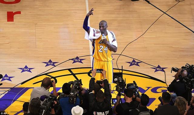 Kobe Bryant cho biết anh cũng cảm thấy sốc khi mình có thể ghi đến 60 điểm trong trận đấu chia tay sự nghiệp